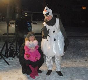 Renginio vedėjas Olafas (Egidijus Sinkevičius) bendravo su vaikais.