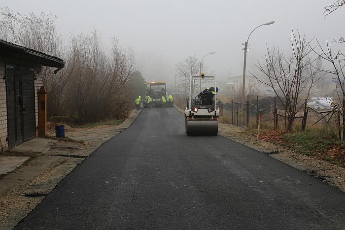 Vyksta asfaltavimo darbai