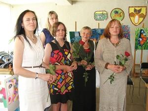 """Visos dalyvavusios mokytojos: R. Rulevičiūtė, S. Rulevičienė, A. Ragelskienė, S. Kaminskienė, J. Jurkevičiūtė, dėkojo dalyviams ir linkėjo mokiniams sėkmės, kad nepamirštų """"takelio iki jų"""", retsykiais aplankytų."""