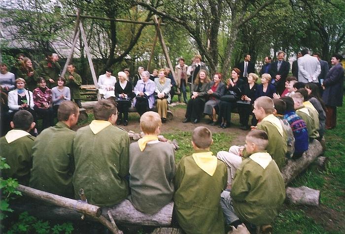 Zibalų pagrindinės mokyklos skautai Skautų sode.