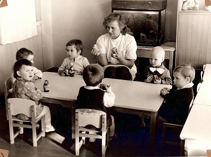 Mažyliai su med. sesele O. Jankauskiene.