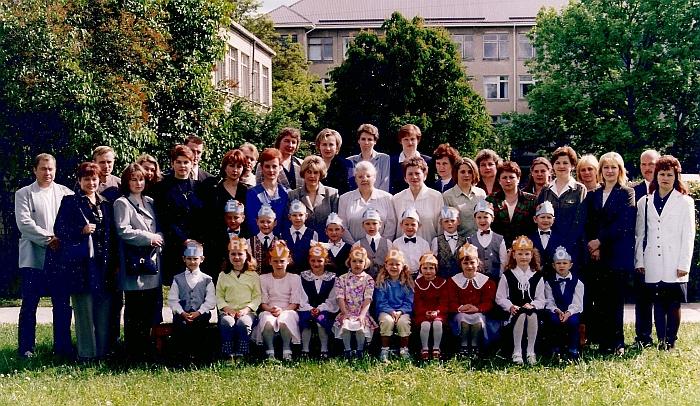 Mažųjų palydos į mokyklą. 2001 m.