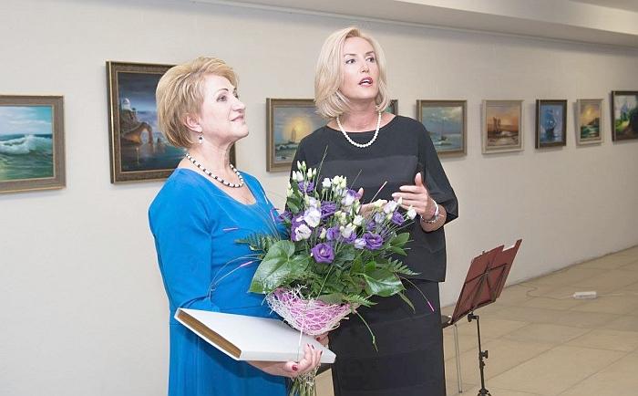 Sveikinimo žodį tarusi merė Živilė Pinskuvienė Nijolei Didžiokienei linkėjo, kad tie puikūs darbai, kuriuose įdėta autorės širdis, būtų žinomi ne tik esantiems šalia, bet ir visai Lietuvai.