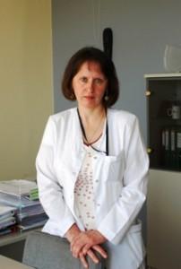 Poliklinikos vyr. gydytoja Nijolė Dimšienė kiekvieną rytą analizuoja dokumentus, liudijančius Greitosios medicinos pagalbos automobilio iškvietimus ir nuvykimo į vietą laiką.