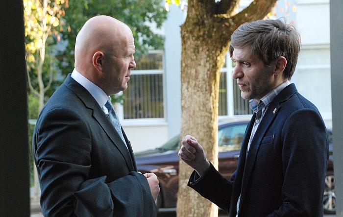 Erikui Druskinui (dešinėje) teisme atstovauja skandalingose bylose pagarsėjęs advokatas Gintaras Černiauskas.
