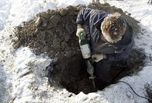 Kai kuriose kapinėse žiemą reikia kasti ir kelias dienas.