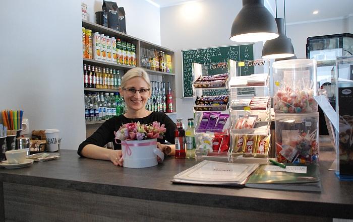 Klientus visada su šypsena pasitinka barmenė Jurgita Butylkinienė.