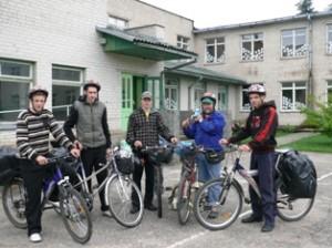 Žygio dalyviai dešimtokai Egidijus Rutkauskas, Gediminas Bagdonavičius, Donatas Lajauskas, vadovas Remigijus ir Martynas Jankūnas.