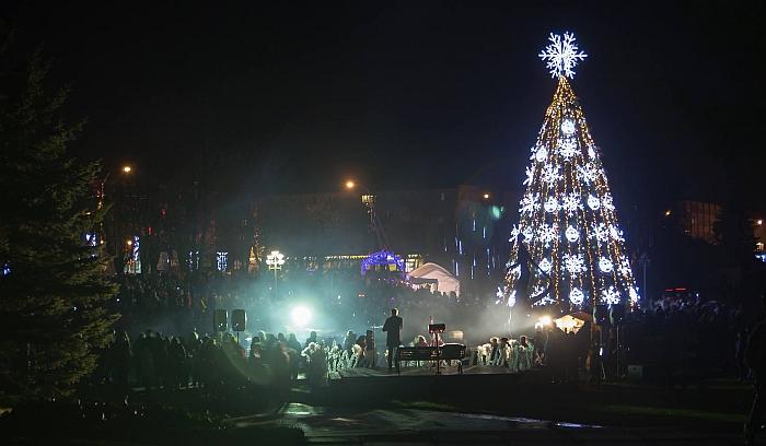 Įžiebta Kalėdų eglė Širvintose