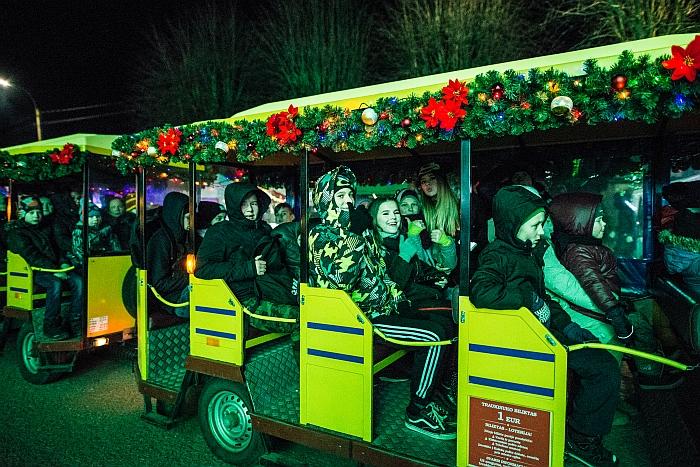 Šventinė staigmena - kalėdinis traukinukas iš karto tapo patrauklia pramoga ne tik mažiesiems...