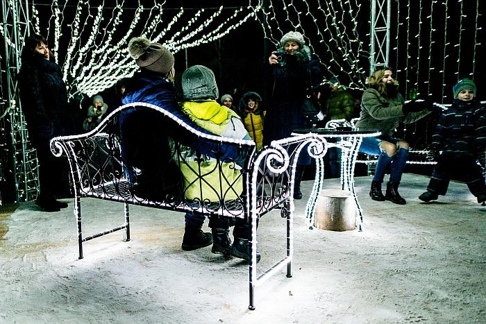 Igno Šeiniaus gatvė šventiniu laikotarpiu tapo tikra meilės alėja. Įspūdingas apšvietimas, jaukiai įkurta pakyla su suoliukais iš karto sutraukė daugybę norinčiųjų nusifotografuoti ir įsiamžinti šventiniame fone.