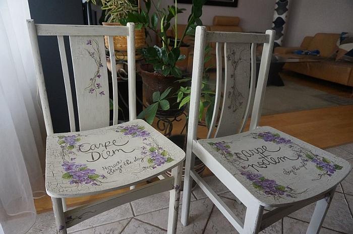 Senos nutriušusios kėdės, moters rankoms prisilietus, tapo naujomis.