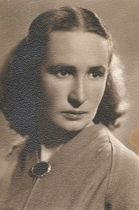 Filomena Vaicekauskienė - Musninkų vidurinės mokyklos lietuvių kalbos mokytoja. 1956 m.