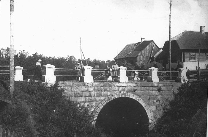 Tiltas per Beržės upelį. Fotografas Ibedas. XX a. ketvirtas dešimtmetis.