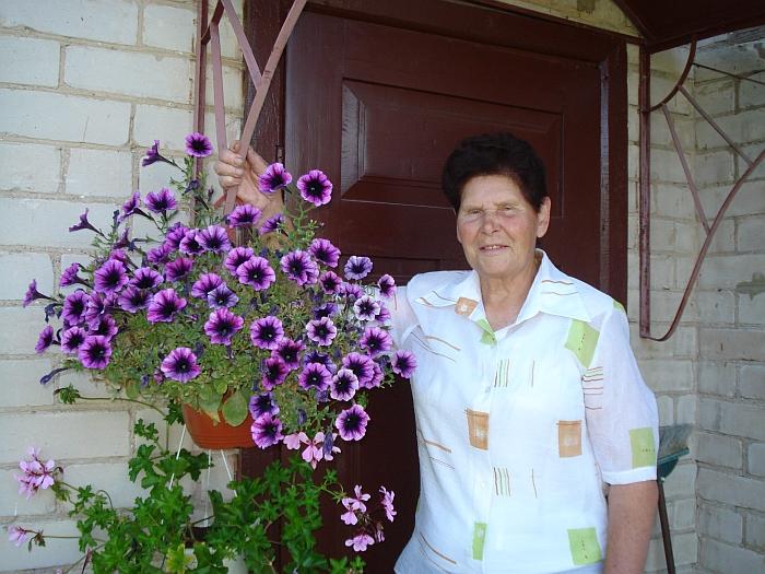"""Širvintų miesto gyventoja Gertrūda Mickonienė: """"Man gėlės teikia džiaugsmą."""""""