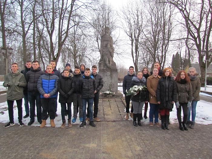 Prie R. Antinio paminklo žuvusiems kovose už Lietuvos nepriklausomybę.