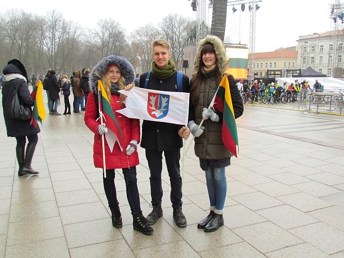 Sostinės Katedros aikštėje plevėsavo vėliavėlė ir su Širvintų herbu.