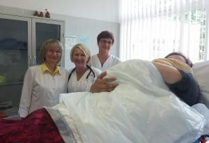 4 kg berniukas gimė gydytojos Nijolės Opanovičienės (kairėje) kabinete