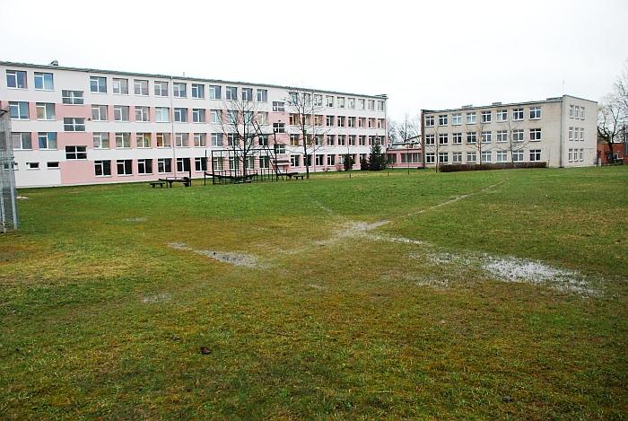 Stadionas - Širvintų Lauryno Stuokos-Gucevičiaus gimnazijos bėda, buvusios rajono valdžios - gėda...