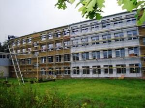 Lauko darbai vyks iki lapkričio 1 dienos, kol bus apšiltintas visas pastatas, nudažytas fasadas.
