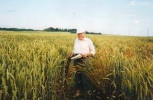 4 dešimtmečius Gvidonas Liutkevičius dirbo Lietuvos žemdirbystės instituto Javų selekcijos skyriuje.