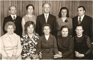 Širvintų vidurinės mokyklos 1-osios laidos abiturientai po klasės susitikimo (Valerija Grigaliūnienė sėdi pirma iš kairės).