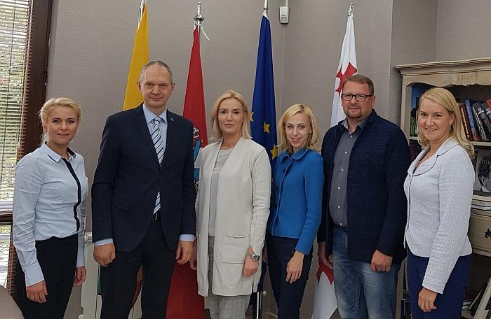 Su Lietuvos atstovybės darbuotojais