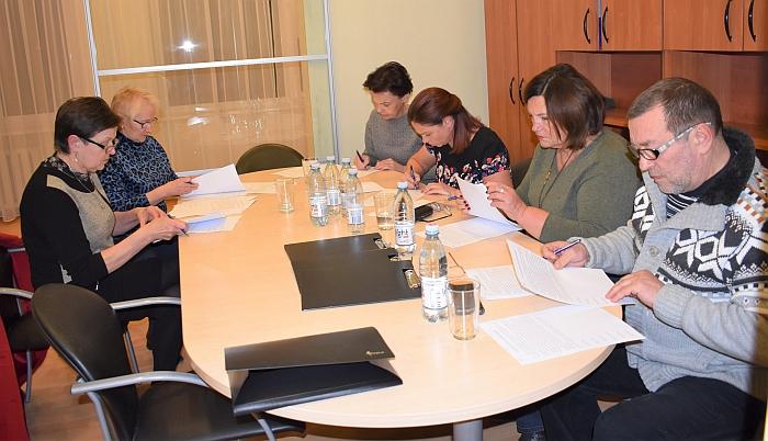 Dirba iniciatyvinė grupė dėl Širvintų ligoninės išsaugojimo. Iš kairės: Nijolė Vasiliauskienė, Aldona Beliakova, Daiva Puzinienė, Inga Vaickienė, Marija Gudonienė ir Remigijus Bonikatas.