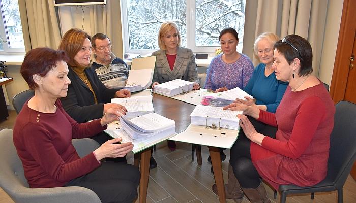 Širvintų rajono savivakdybės merė Živilė Pinskuvienė ir Iniciatyvinės grupės dėl Širvintų ligoninės išsaugojimo nariai Daiva Puzinienė, Marija Gudonienė, Remigijus Bonikatas, Inga Vaickienė, Aldona Beliakova ir Nijolė Vasiliauskienė po pateikto rašto su 5487 gyventojų parašais gavo Sveikatos apsaugos ministro A. Verygos atsakymą.