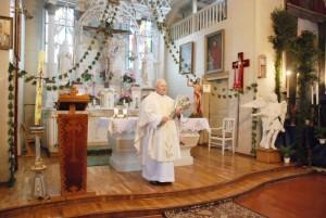 Kunigas Antanas Černa jaučiasi laimingas tarnaudamas žmonėms.