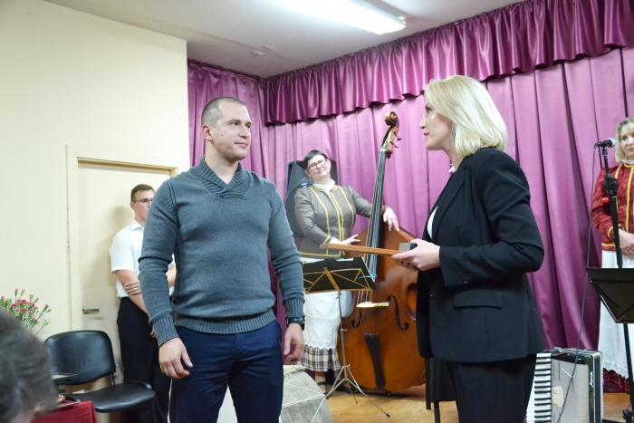 Merė pasveikino Alionių bendruomenės pirmininku tapusį Martyną Preikšaitį.