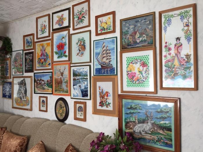 Dailūs Irmgardos Blusevičienės darbai puošia namų sienas.
