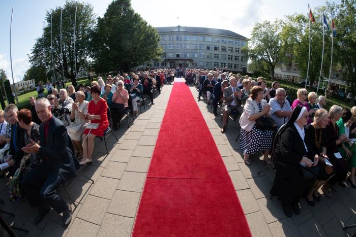 Į renginį susirinko šimtai rajono gyventojų ir svečių...