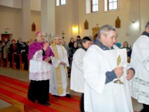 Kiauklių bažnyčioje sekmadienio šv. Mišias koncelebravo J. E. Kaišiadorių vyskupas Jonas Ivanauskas.
