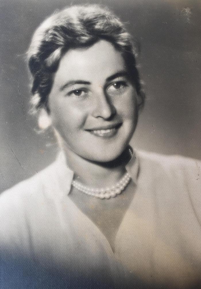 Irmgardos Blusevičienės jaunystę menanti fotografija. 1957 m.