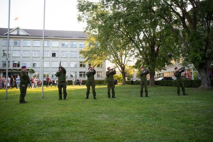 Renginį iškilmingai užbaigė Didžiosios Kovos apygardos 8-osios rinktinės karių salvės