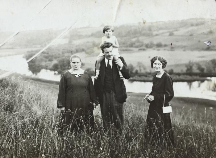 Irmgardos Blusevičienės senelė, tėtis Adolfas Žurkus, sesė Edith ir mama Augustė Žurkuvienė. Apie 1934 m.