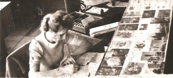 """30 metų Širvintų pašte ,,prie langelio"""" dirbo operatorė Danguolė Niktina."""