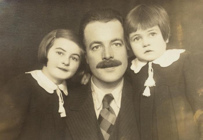 Tėtis Adolfas Žurkus su dukromis Edith ir Irmgarda.