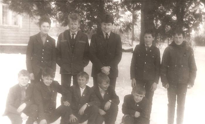 Kai mokyklos kiemas buvo pilnas vaikų... 1988-03-15.