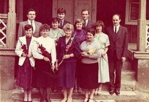 Juodiškių mokyklos mokytojai su mokyklos direktore Zigfrida Alšauskiene (pirmoje eilėje antra iš dešinės). 1988-09-01.