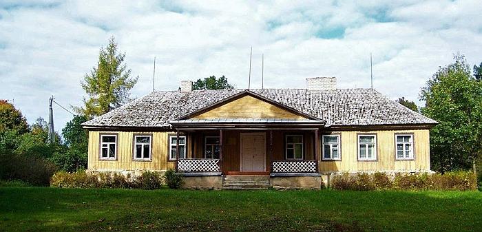 Juodiškių dvaras, kuriame keletą dešimtmečių buvo mokykla. 2017 m. spalis.