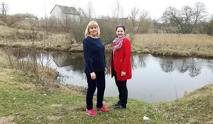 Merės deleguota padėjėja Janina Greiciūnaitė, susitikusi su Širvintų kaimo seniūnaite Rima Jasevičiene, domėjosi tiltelio būkle.