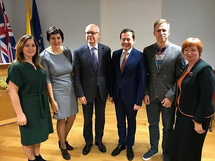 Jelena Masiukė, Lidso lietuvių bendruomenės pirmininkė (pirma iš kairės), ambasadoje Londone, Jungtinės Karalystės lietuvių bendruomenių bei kitų organizacijų metiniame suvažiavime. 2017 metų lapkritis.