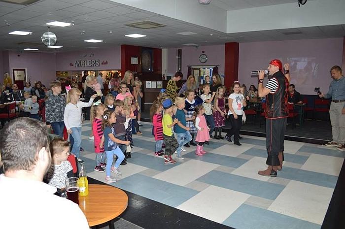 Mokslo metų pradžios šventė lietuvių mokyklėlėje.