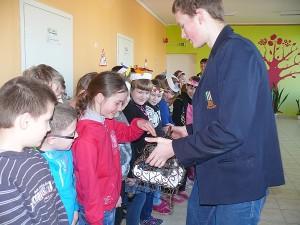 Vaikai susipažįsta su naujuoju gyventoju iš Pietų Amerikos - šinšila. Tai tankiausią kailį turintis gyvūnas, kurio vardas kilęs nuo Čilėje gyvenančios činčil indėnų genties pavadinimo.