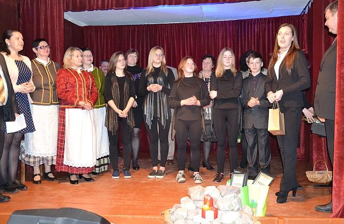 Alionių seniūnijos saviveiklininkus sveikina l. e. Kultūros centro direktorės pareigas Rytė Bareckaitė.