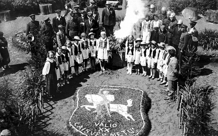 Lietuvos valstybės atkūrimo dešimtmetį minint. Autorius nežinomas. 1938 m. E. Šiaučiūnaitės asmeninis archyvas