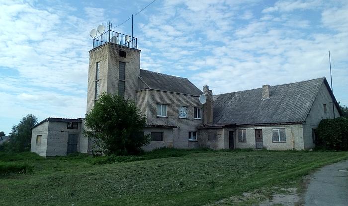 Kabelinės televizijos paslaugas Širvintose teikianti J. Varno Vilniaus radijo studija jau trejus metus neišsikrausto iš nuomojamų patalpų.