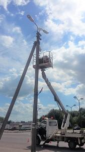 Priešais turgavietę montuojama išmanioji vaizdo stebėjimo kamera.